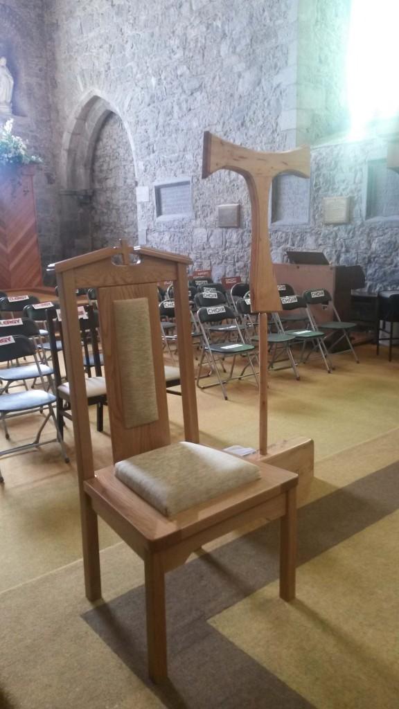 chairs and tau cross