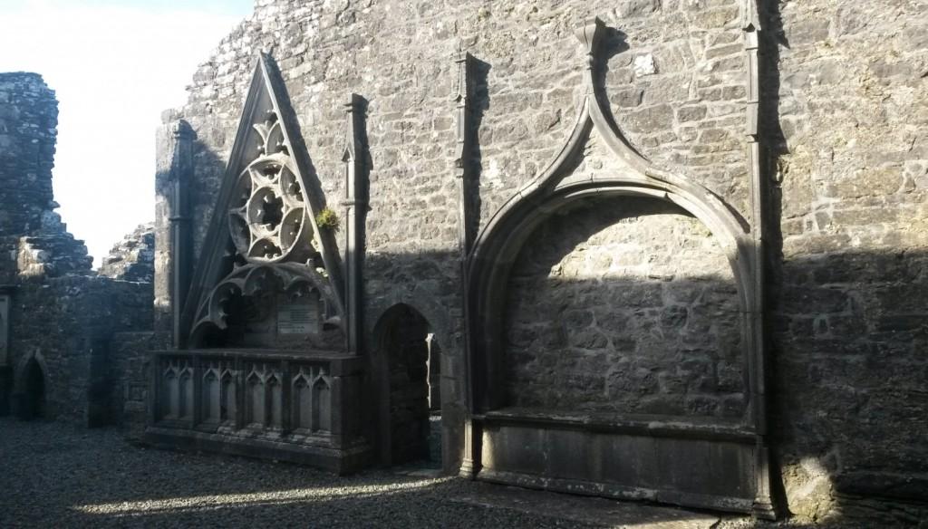 altar like niche tomb sedilia Kilconnell